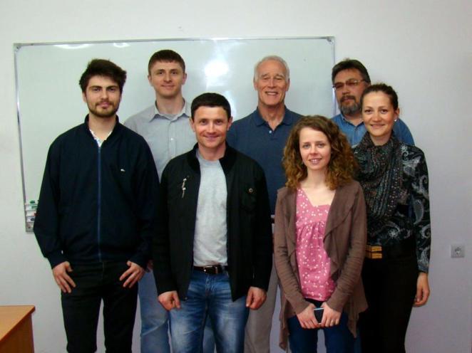 Студенты с Тодом Кеннеди, проведшим курс